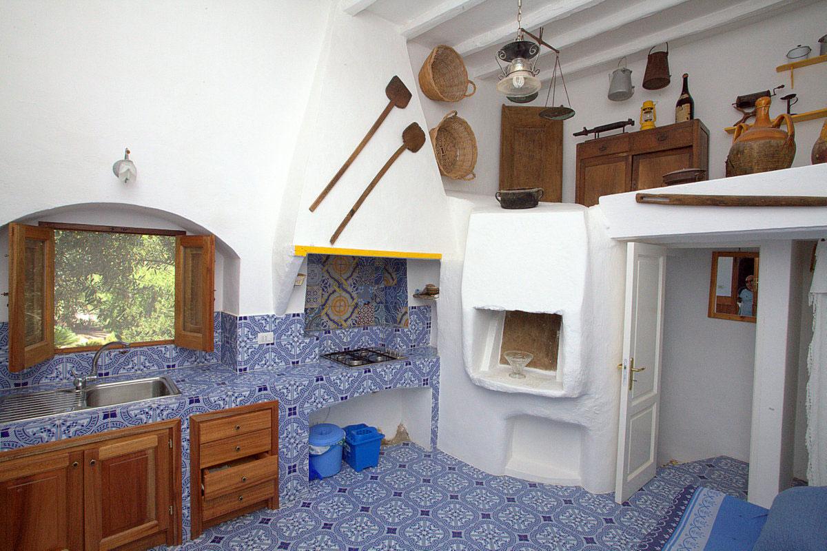 Panarea case vacanza i villini di veronica for Interno casa antica